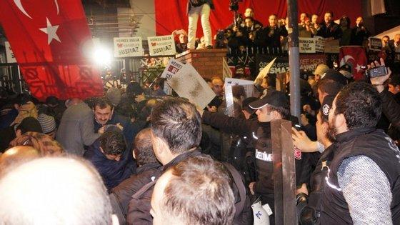 Imagens enviadas pela Agência de Notícias CIHAN da Turquia para o Observador