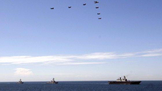 O navio de guerra, o USS Lassen, entrou nas águas em torno de pelo menos uma das ilhas do arquipélago das Spratly, cuja soberania é reivindicada pela China.