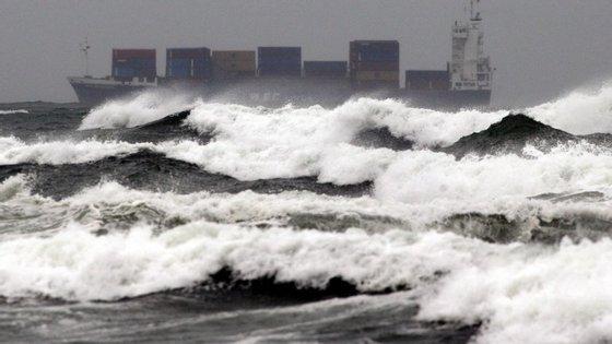 A embarcação que naufragou levava sete tripulantes