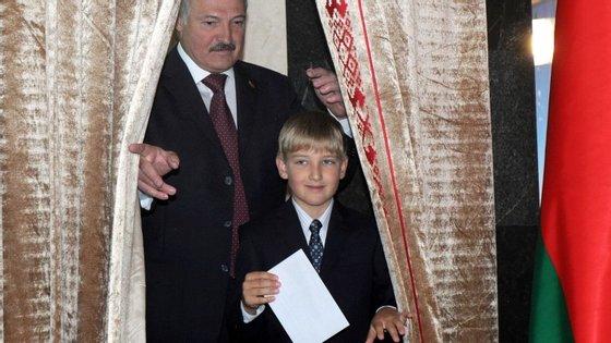 O ditador bielorrusso, Lukashenko, parece estar a preparar o seu filho de 11 anos para lhe suceder