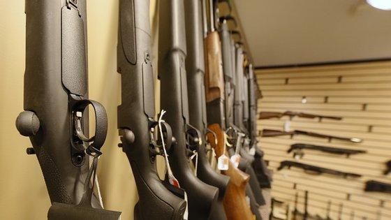 Nova tragégia com uma arma legal, nos Estados Unidos da América, desta vez envolvendo duas crianças