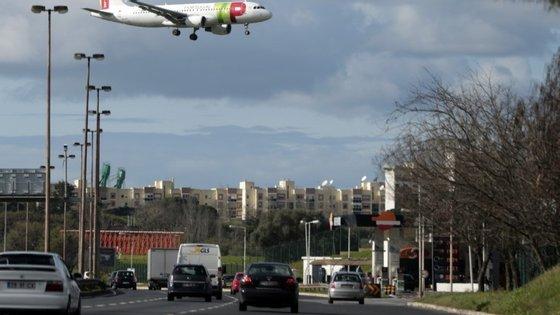 Acidente ocorreu junto às Torres de Lisboa, pelas 6h30 deste domingo