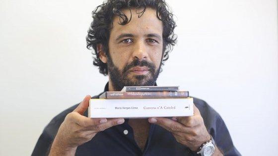O escritor nasceu em 1978 no Barreiro
