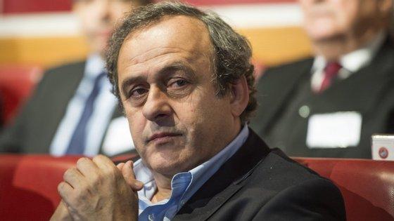 O processo colocado a Platini pode pôr em causa a sua candidatura para presidente da FIFA, em 2016