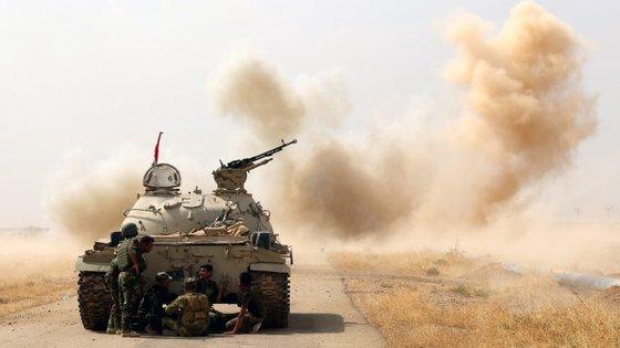 Os militares iraquianos estão a sitiar as aldeias de Zawiya e Msahak