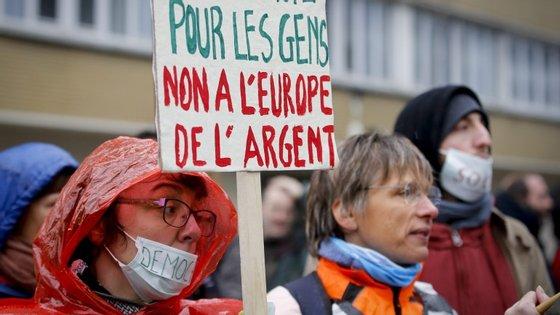 Os manifestantes protestavam contra o Acordo de Parceria Transatlântica de Comércio e Investimento (TTIP)