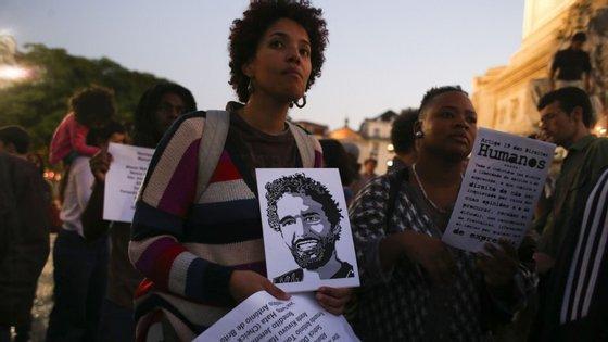 Luaty Beirão está em greve de fome há 35 dias por considerar estar ilegalmente em prisão preventiva e exige aguardar julgamento em liberdade