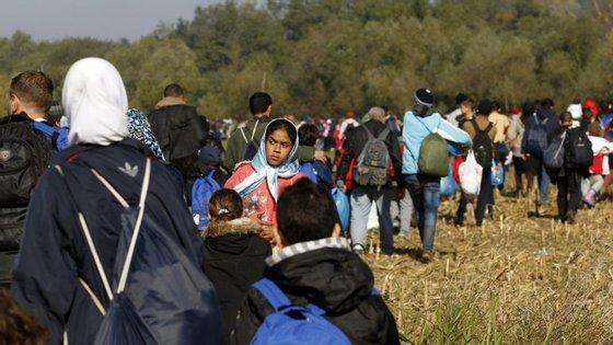 Segundo o jornal austríaco Österreich chegam à Áustria cerca de 6 mil e 500 refugiados por dia