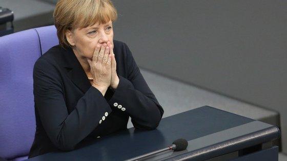 """Angela Merkel criticada por causa da """"generosidade"""" em relação aos refugiados"""