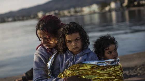 Famílias inteiras não param de chegar à ilha grega de Kos.