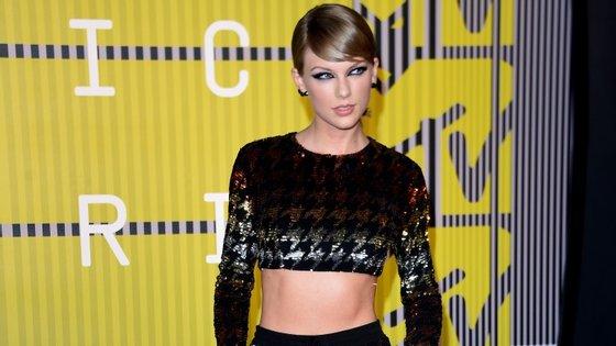 Taylor Swift não tem medo da concorrência e ajuda a promover outros artistas
