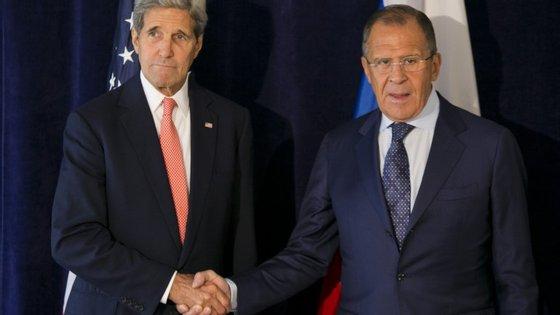 John Kerry e Sergei Lavrov, os responsáveis pela política externa dos EUA e da Rússia, estiveram ontem reunidos para discutir a questão da Síria.
