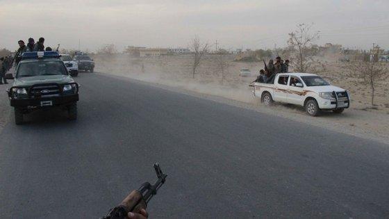 Os talibã tomaram a cidade na segunda-feira. Foi a primeira conquista em 14 anos