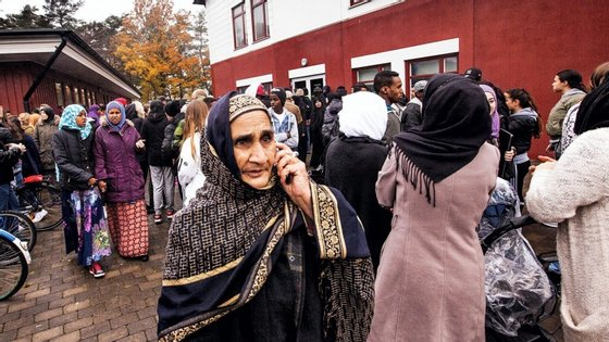 A escola em causa tem um elevado número de imigrantes, que ontem se concentraram à porta em homenagem às vítimas