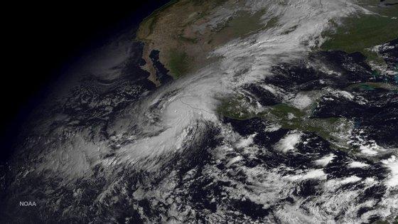 Imagem do furacão Patricia ao largo da costa oeste do México