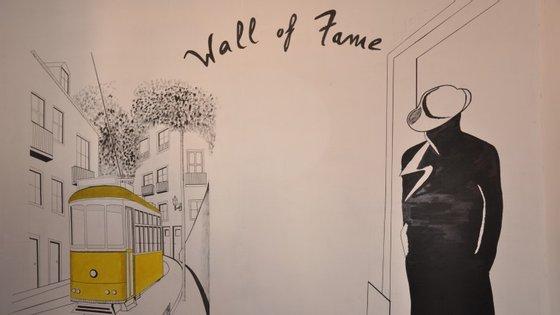 """""""Wall of Fame"""", uma parede pintada à mão na qual cada participante pode escrever e deixar o seu comentário acerca da experiência do jogo."""