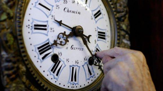 """""""Qualquer coisa que se faça com concentração total, seja um trabalho, uma aventura ou uma tarefa, faz com que o tempo passe mais depressa. Quando não se está a fazer nada, o tempo passa mais devagar"""", explica o neurocientista Gustavo Mello."""