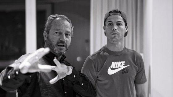"""O realizador britânico Anthony Wonke passou um ano a trocar sms, a reunir-se com Cristiano Ronaldo e a segui-lo para muitos sítios: """"A parte mais difícil era quando ele saía para o mundo exterior"""""""
