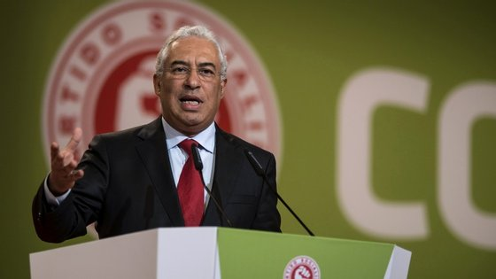 Com a imposição do Bloco, António Costa recua e volta à sua posição original: a reposição dos salários dos funcionários públicos avançará na integra em 2016