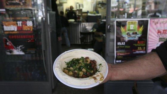 Hummus. O prato típico árabe que pode juntar israelitas e palestinianos. Pelos menos Kobi Tzafrir acredita que sim.