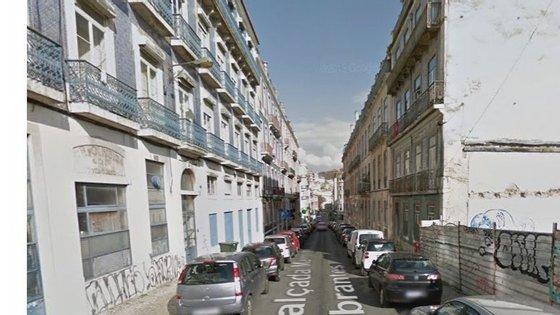 O Comando Metropolitano de Lisboa cortou o trânsito na Calçada Marquês de Abrantes e na Travessa dos Pescadores