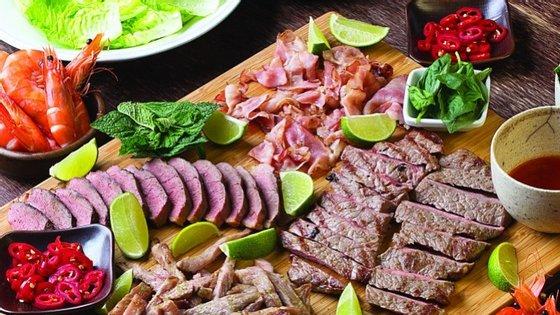 """As tentações da carne segundo Kiko Martins (chef do restaurante O Talho), no seu novo livro """"Jantaradas""""."""