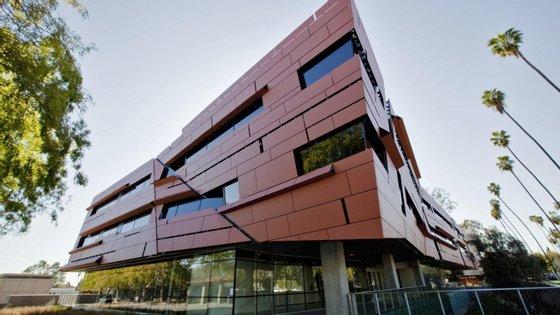 A Caltech gosta de estar no seu cantinho sem se dar muito por ela. Talvez seja por isso que é a melhor universidade do mundo.