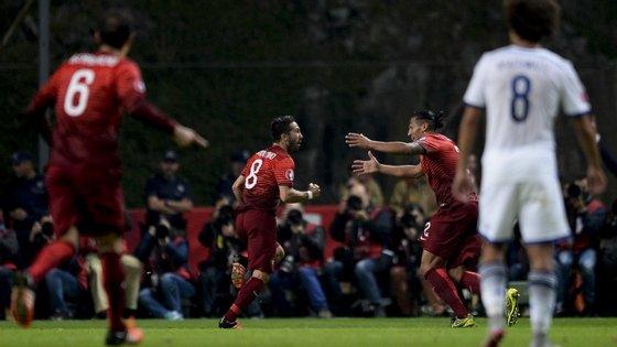 Em boa hora João Moutinho marcou o terceiro golo em 80 jogos pela seleção nacional: valeu a sexta vitória seguida e a qualificação para o Europeu de 2016, em França