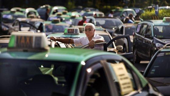 Os taxistas já se tinham reunido em protesto contra a Uber no passado mês de Setembro