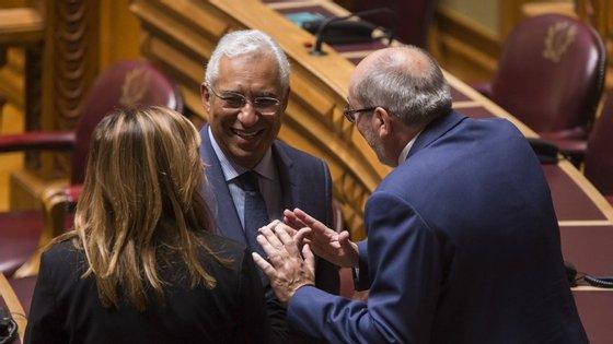 Na sexta-feira, no Parlamento, o ambiente da bancada socialista foi animado, apesar da grande crispação com a direita