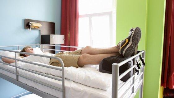 Espalhadas pelo site estão 2000 camas (como esta, ou melhores ainda) a 1€/noite, basta procurá-las.