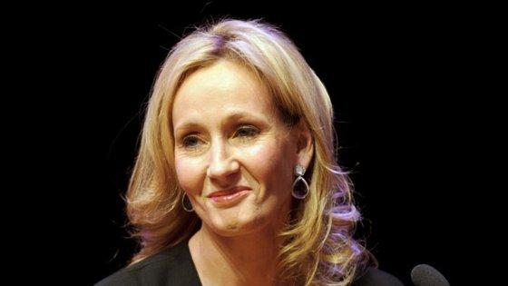 J.K. Rowling interage frequentemente com os fãs da saga Harry Potter no Twitter