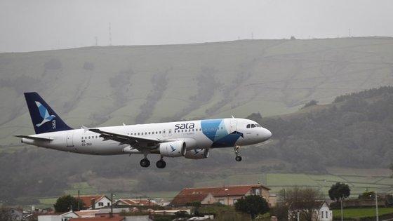 A SATA vai abandonar as rotas entre os Açores e Madrid, Amesterdão e Paris.
