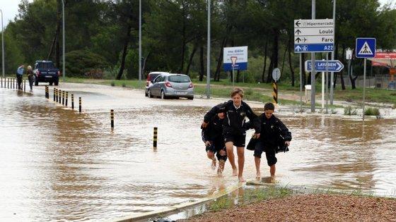 """""""Eventualmente, pela dimensão dos estragos causados pela chuva, podem estar reunidas as condições para fazer um pedido de declaração de calamidade pública"""", afirmou o vice-presidente da Câmara de Albufeira."""