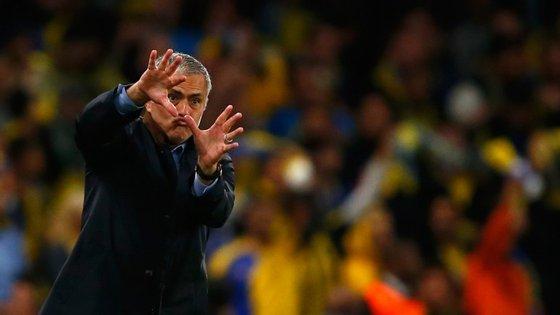 Oito derrotas em 18 jogos e Mourinho a admitir que está a passar pelo pior momento da carreira, depois de 12 anos em que ganhou 22 títulos