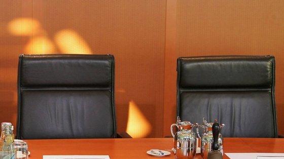 Em breve, as cadeiras dos Conselhos de Ministros deixarão de estar vazias. Os serviços da AR têm de ajudar nas mudanças