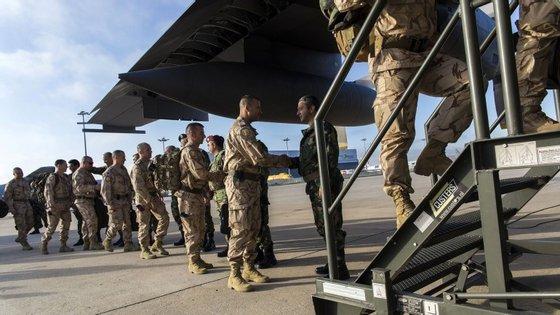 Portugal enviou em maio 30 militares para o Iraque para ajudarem a treinar o exército iraquiano contra o Estado Islâmico