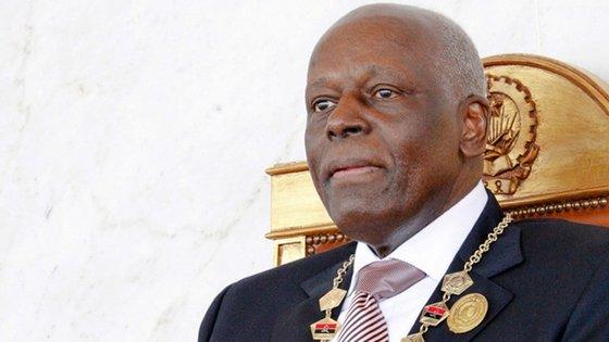 José Filomeno de Sousa dos Santos, filho de José Eduardo dos Santos (na foto) será, alegadamente, um dos rostos do esquema de corrupção em Angola