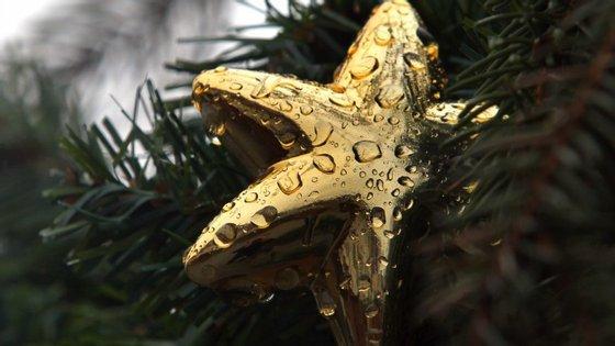 O Natal promete trazer chuva, mas ela pode dar tréguas para a Passagem de Ano. Até lá, cuidado com o frio e com o vento