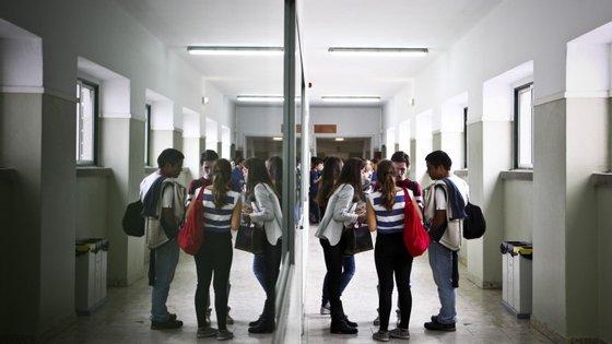 A nota que os alunos têm no exame de português ou matemática representa 30% da avaliação final.