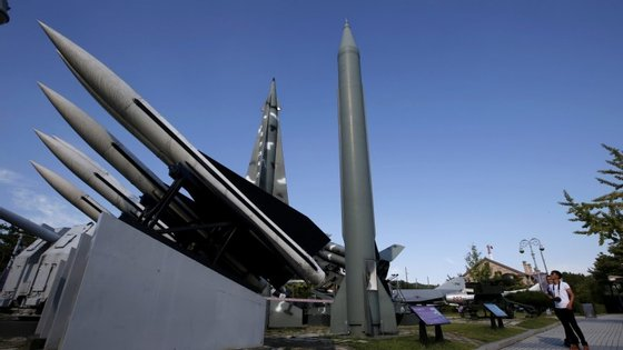 Pyongyang terá capacidade para produzir uma ogiva nuclear a partir de cinco quilogramas de plutónio, e dispõe atualmente de 40 quilogramas deste material, disse um quadro dos serviços secretos do governo sul-coreano à agência local Yonhap.