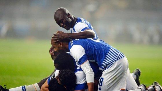 Ao fim de 42 jornadas a treinar os dragões, Julen Lopetegui consegue liderar o campeonato sozinho. Foi a sexta vitória seguida do FC Porto