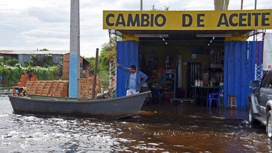 Assunção, capital do Paraguai, foi uma das cidades mais afetadas: só aqui, 90.000 pessoas abandonaram as casas