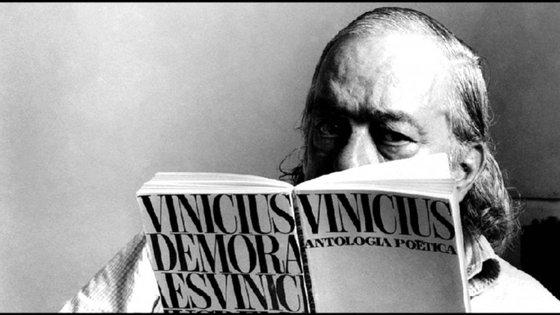 A poesia de Vinicius canta com força e entusiasmo louvores ao mundo que o poeta conheceu