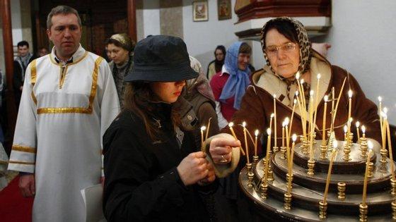 """A diferença é que no natal Ortodoxo não existe a figura do """"pai natal"""" e as respetivas prendas. A troca de presentes faz-se a 04 de dezembro, dia de S. Nicolau."""