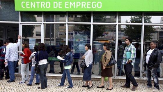 Bloco lembra que os desempregados têm de suportar sozinhos despesas de transporte e deslocações para as apresentações quinzenais