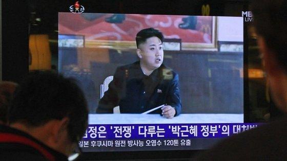 """""""O primeiro teste de bomba de hidrogénio da República foi realizado com sucesso às 10h00 [01h30 em Lisboa] do dia 06 de janeiro, 2016, assente na determinação estratégica do Partido dos Trabalhadores"""", anunciou a televisão estatal norte-coreana."""