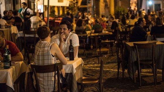 A Zomato acaba de divulgar alguns dados curiosos sobre os hábitos dos portugueses no que toca a comer fora de casa.