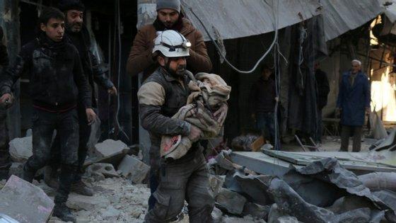 A cidade de Deir al-Zor , localizada na parte oriental da Síria, e a sétima maior do país, tem estado sob cerco do 'Daesh' sofrendo várias investidas por parte dos jihadistas para controlar e derrotar as forças leais ao governo de Bashar al-Assad.