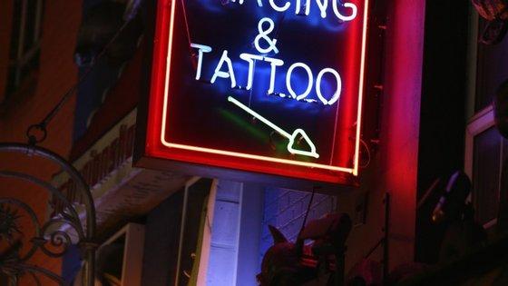 """""""As Costas de Parker"""" conta a história de O.E. Parker, que tinha tatuado todo o seu corpo menos as costas"""
